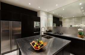 Villa Waha - Modern kitchen with all modcons
